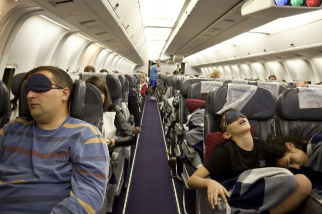 נרדמים בטיסה