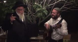 """כשהאדמו""""ר והזמר נפגשו והתחילו לשיר"""