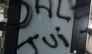 צרפת: פורעים אנטישמיים ריססו סלון פאות