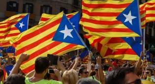 מפגינים קטלונים - מתיחות ברחובות קטלוניה; אלפים מפגינים