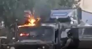 """הפלסטינים יידו בקת""""בים; הג'יפ עלה באש"""