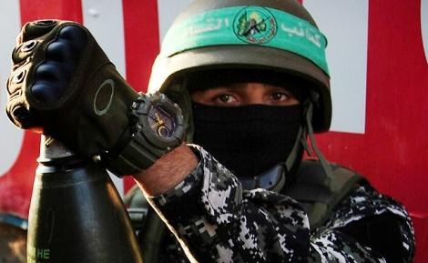 מחבל חמאס. ארכיון - חמאס מתכוון לבצע פיגועים בפסח הקרוב