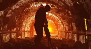 מכרה פחם - סין תפטר 1.8 מיליון עובדים בתעשיות הפחם והפלדה