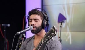 הזמר אליעד נחום - נחשף: שני הזמרים לומדים גמרא בחברותא
