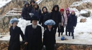 סגן שר הבריאות יעקב ליצמן ונכדיו - צפו: צמרת המדינה משחקת בשלג