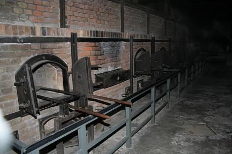 תנורי המשרפות במחנה ההשמדה אושוויץ - מסמכים בני 70 מוכיחים: העולם ידע - ושתק