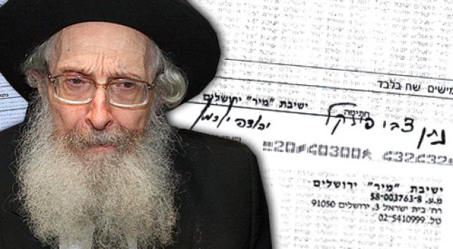 הרב פינקל על רקע צ'קים (צילום: מאיר אלפסי, כיכר השבת)