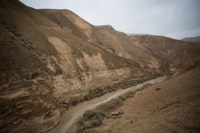 חורף במדבר: צפו בשיטפונות מגיעים לערוץ הנחל