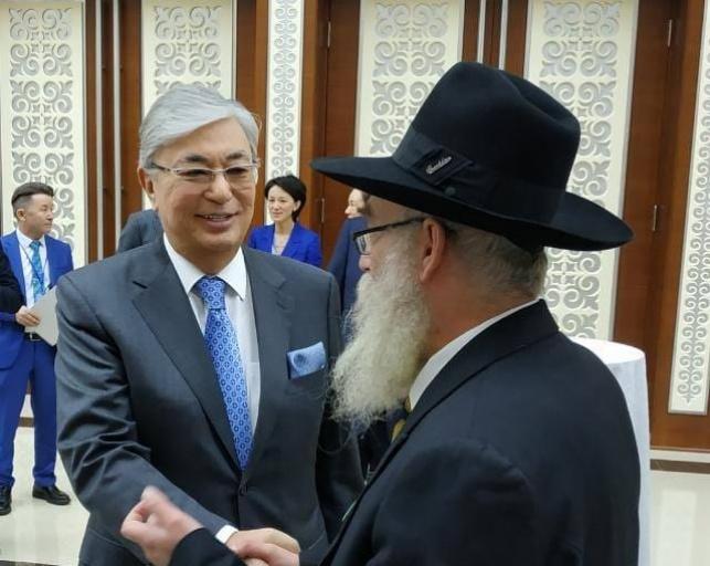 נשיא קזחסטן עם הרב החרדי באלמטי