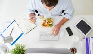 מה ארוחת הצהריים במשרד אומרת עליכם