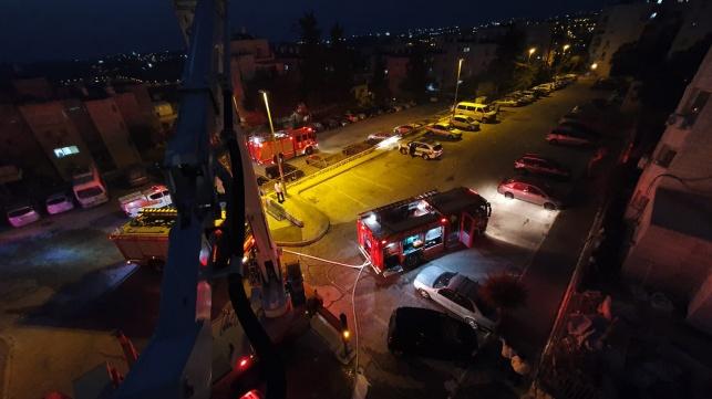 שריפה פרצה בבניין מגורים; הדיירים חולצו