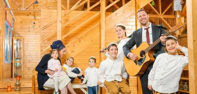 """משפחת נחושתן בסינגל חדש: """"אשת חיל"""""""