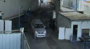 הרכב הקונסולרי במעבר ארז - העובד הצרפתי הבריח אמצעי לחימה מעזה