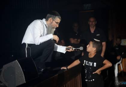 משעשע: הילד שהביך את אברהם פריד. צפו