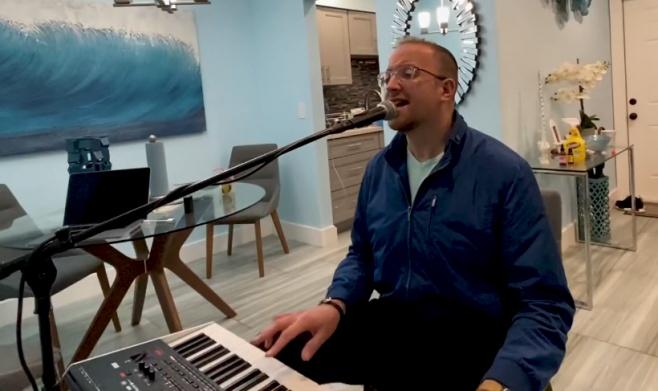 """פיני אוסטרייכר בסינגל חדש: """"שבת שלום"""""""