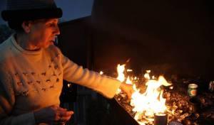 הדלקת נרות בציון הבבא סאלי - אתר עליה לרגל של יוצאי מרוקו