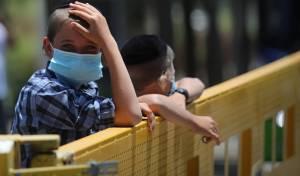 הסקרנים, הנמלטים והילדים: הסגר בביתר