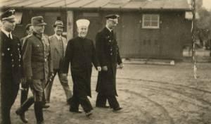 המו]פתי בסיור עם הנאצים