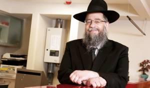 ר' שעיה כאב את מצבו של בית הכנסת וחלם על היום בו יראה את בית הכנסת בנוי