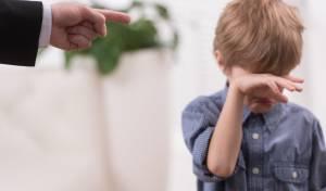 7 סימנים שגדלתם במשפחה רעילה (ואיך ממשיכים הלאה)