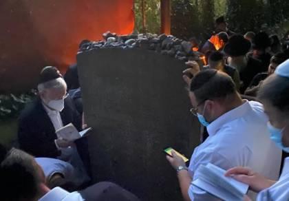 """מאות עלו לקבר ה""""בעל שם"""" ממיכלשטאט"""