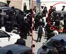 תיעוד: הקנאים תקפו ופרוש נמלט עם רכבו
