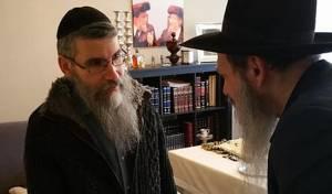 """פריד והרב עטיה - צפו: הקסם של שליח חב""""ד לזמר אברהם פריד"""