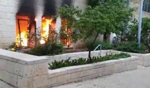 הצתה? שריפה פרצה בעיריית ירושלים • צפו