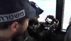 השוטרים צילמו מהאוטובוס את נהגי הרכב