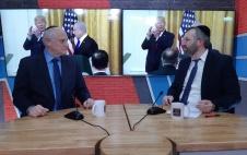 'חסידות טראמפ': מלקולם הונליין על הערצת הנשיא