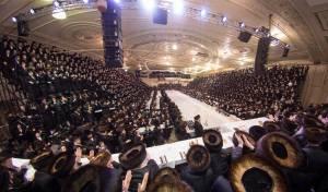 אלפי חסידים בפארשפיל לנכד הרבי מויז'ניץ