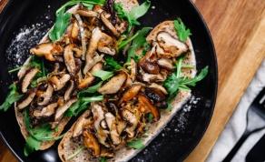 ארוחה לכל דבר: טוסט פטריות עשיר