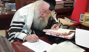 התלמידים מוחים ב'העדה' - המאשימה את 'אגודת ישראל'