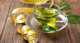 הסוף לשמועות: האם תה ירוק עוזר לירידה במשקל?
