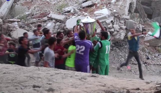 הפלסטינים מציגים: כדורגל בהריסות