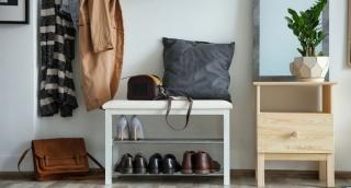 האם זה בסדר לבקש מאורחים לחלוץ נעליים לפני הכניסה לבית?