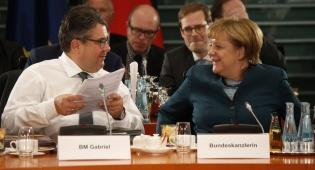 קנצלרית גרמניה ושר החוץ שלה. מובילים את המהלך - דיווח: אירופה תטיל עוד סנקציות על איראן