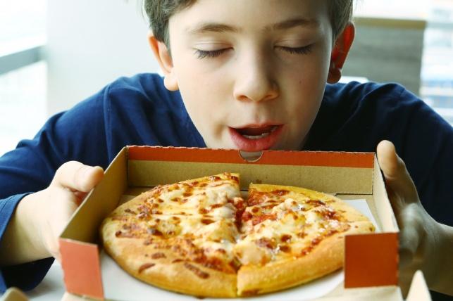 המדע ממליץ לסתום את האף כשאוכלים פיצה