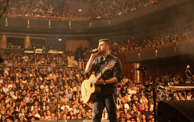'זמר השנה' השיק את אלבומו החדש במופע