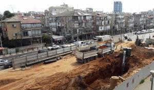 עבודות הרכבת ברחוב ז'בוטינסקי בבני ברק - העבודות בשבת: זייברט מאיים על הממשלה
