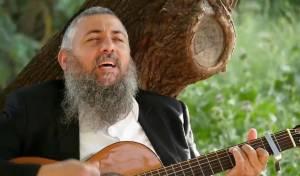 """הרב רונן חזיזה מחדש את שירו: """"נפתחו השמים"""""""