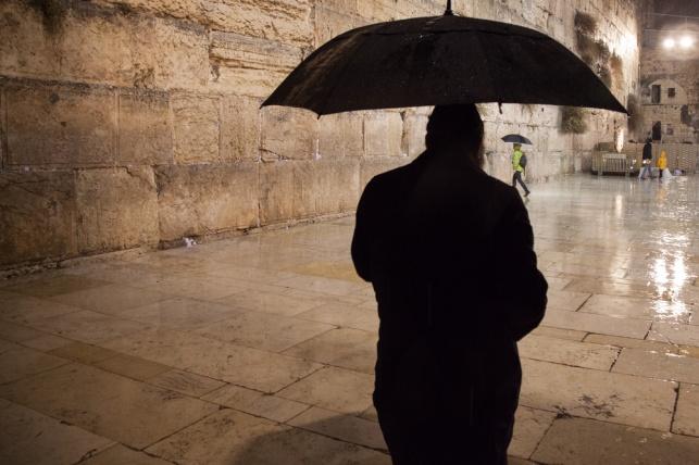 עומס החום הכבד נשבר, גשם קל יירד בשבת