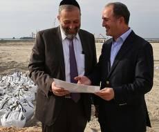בשורה של ממש. דרעי ולסרי - בפעילות דרעי: אלפי דירות חדשות באשדוד - יוקצו לחרדים