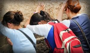 אילוסטרציה - שתי האחיות ששובצו לפי גורל החלו ללמוד