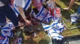 פעילים טינפו את דגלי ישראל בדם • תיעוד