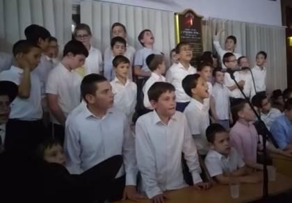 שירת הילדים בשמחת בית השואבה • צפו