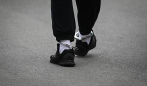 מחריד: צעיר תקף באכזריות את גיסו הקטין