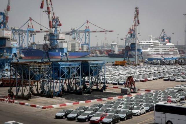 רכבים חדשים בנמל