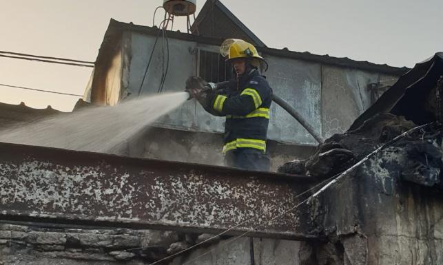 """אישה נהרגה בשריפה בשוק הכרמל בת""""א"""