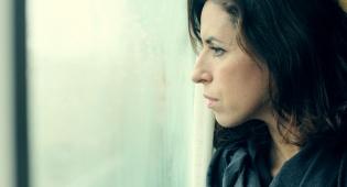 """עזבה את הבית בגלל דכאון אחרי לידה. אילוסטרציה - עזבה את הבית בגלל דכאון אחרי לידה - """"מורדת""""?"""